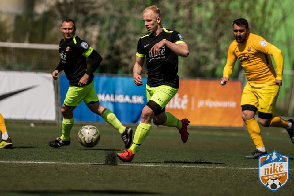 Emil Haladej vsietil štyri góly. Bratislava získala z dvojzápasu štyri body